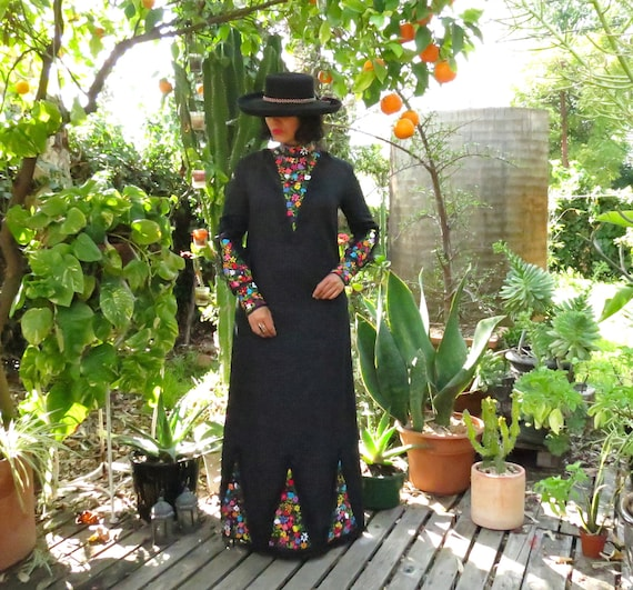 Vintage Mexican Embroidered Dress / Mexican Kaftan