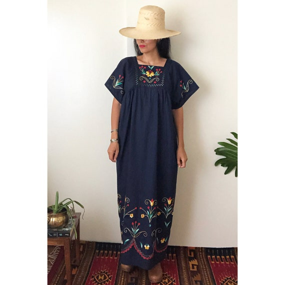 Vintage Mexican Embroidered Dress /  Ethnic Embro… - image 2