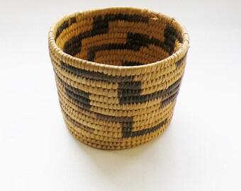 Papago Basket, Beargrass, Devil's Claw, Yucca Leaves, Tohono Oodham, Native American, Coil Basket, Golden Patina, Light Dark Design, Vintage
