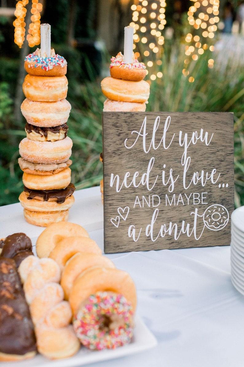 Donut Bar Zeichen  Alles was Sie brauchen ist Liebe und ein Bild 0