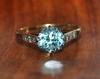 2.30ct Blue Zircon & 0.11ct White Zircon ring Valuation 2,850K 9ct gold Size R US 8 5/8 2.90gms 1949