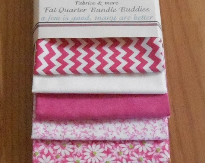Free Shipping 8 Fat Quarters Bundle Buddies Pinks and Greens Spring Motif 100 Percent Cotton, Quilting, Sewing, Fabrics