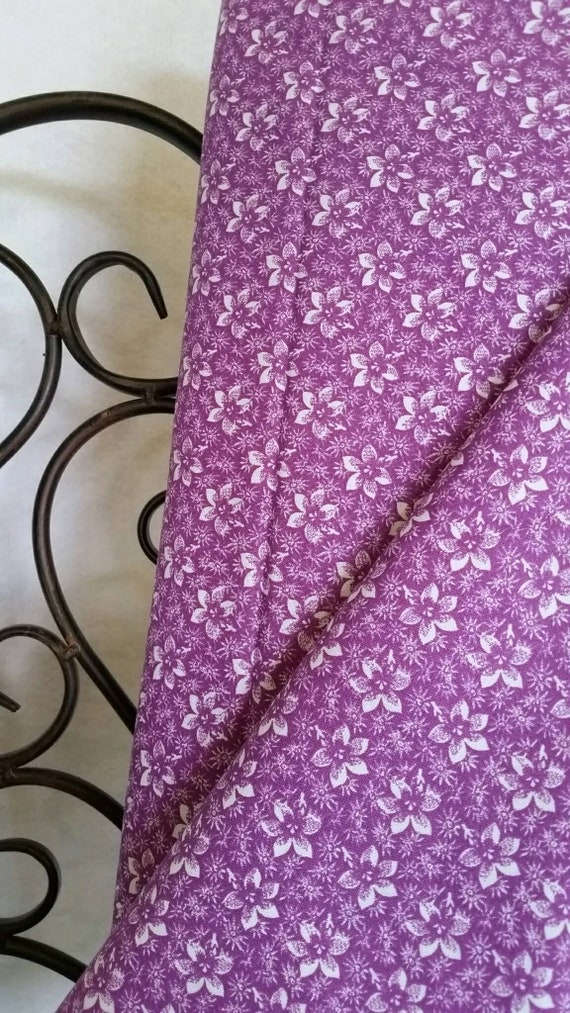 Free Shipping Quilting Fabric, 100 Percent Cotton White Flowers on Orchid Background