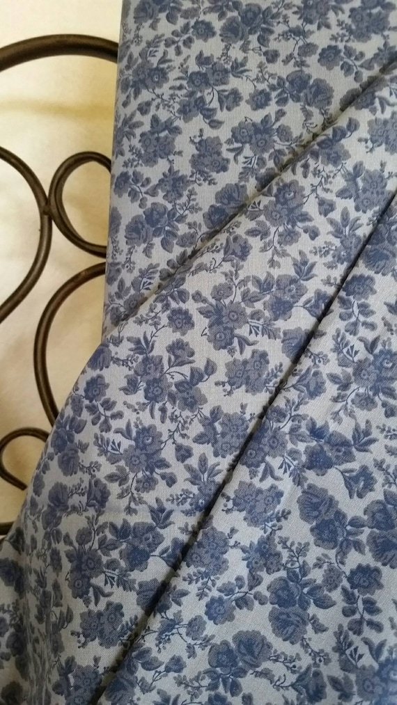 Free Shipping Quilting Fabric, 100 Percent Cotton Dark Blue Flowers on Light Blue Background