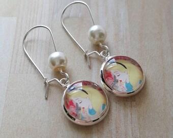 Alice in Wonderland Dangle Earrings (Silver)