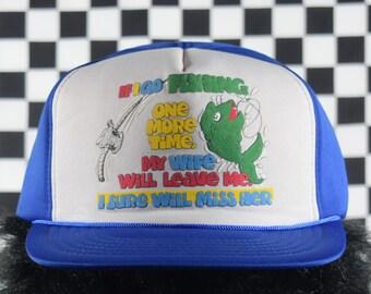 2d2c4ade3b2 Vintage FISHING Trucker Snapback Souvenir Hat   80 s   Deadstock   Blue    Wife will Leave Me   Fisherman   Funny   Hunting   Divorce
