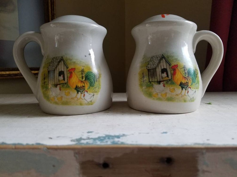 Salt and pepper shakers set with roosterschickens and farm image 0