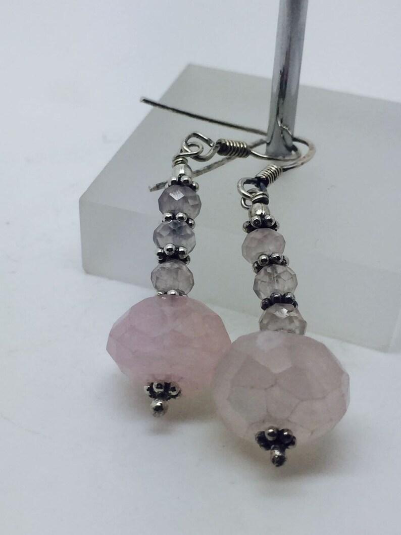 e94e5ac14e5a Pendientes de plata con piedra de cuarzo rosa aretes de