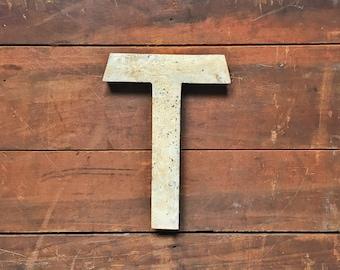 Vintage métal lettre T, lettre T de la Marquee, lettre métal industriel, signe, lettre mariage