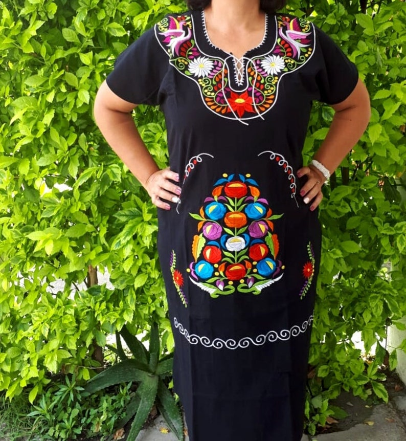 83d09c14642 Embroidered mexican Dress 42 bust Large black Mexican