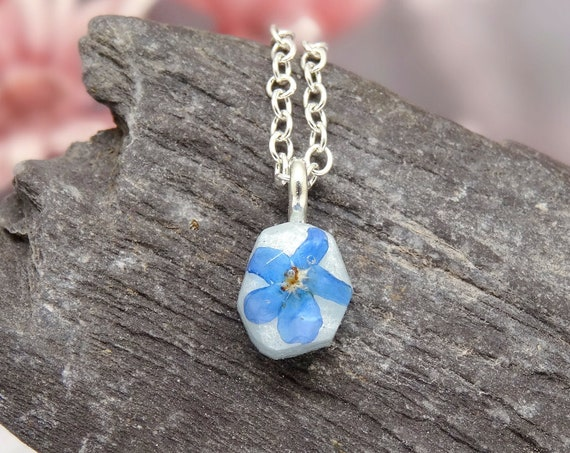 Forget me not necklace, pressed flower jewelry, dainty necklace, real flower jewellery, minimalist gift, unique gift idea, something blue