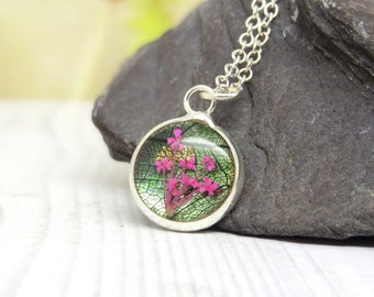 Real flower necklace, flower gifts, unique nature gifts, personalized jewelry, botanical jewellery, minimalist jewelry, terrarium necklace
