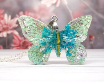 Butterfly necklace with real flowers, handmade real flower jewelry, unique butterfly pendant, unique gift for her, pressed flowers gift
