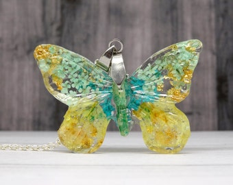 Butterfly necklace with real flowers, real flower necklace, handmade botanical jewellery, butterfly pendant, unique gift ideas