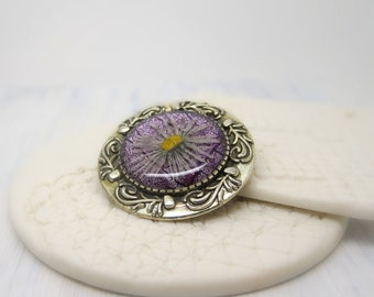 Real flower brooch with real daisy, handmade brooch, real flower accessories, unique gift for nature lovers