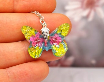 Butterfly necklace with real flowers, real pressed flower jewelry, butterfly pendant, sterling silver necklace, botanical jewellery