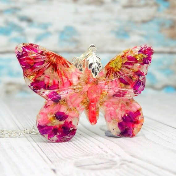 Real Daisy Butterfly necklace, real flower necklace, handmade real flower jewelry, butterfly pendant, unique vegan gift ideas, daisy jewelry