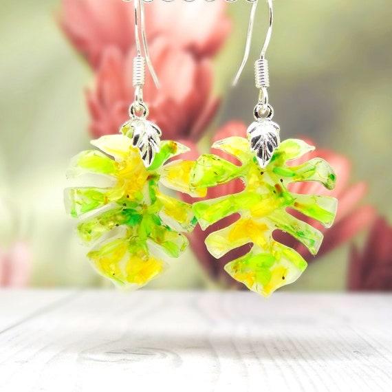 Real flower earrings, monstera leaf earrings, nature jewelry, drop earrings, botanical gifts, pressed flower earrings, gifts for her