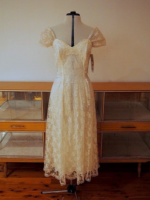 Tea length vintage wedding dress