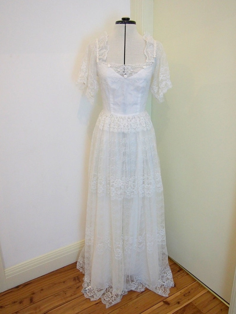 Chic Original Lace Vintage Wedding Dress Size 8