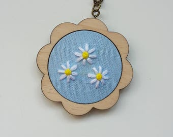 """embroidery necklace """"three daisies"""""""