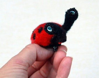 Needle felted animal Ladybird pin brooch, One of a kind insects brooch. Laidybug gift for her. Wool miniature beetle, nature art
