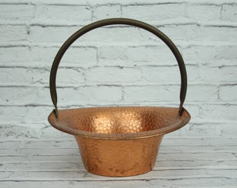 Vintage Coppercraft Guild Planter Red Riding Hood Basket Hammered Copper Brass Adjustable Handle Decorative Floral Arrangement Serving Piece