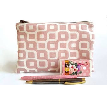 Pink pouch, school pouch for pens or pencils, pen case, rose make up bag, pencil case, make up bag, make upholstery, make up bag, cosmetic.