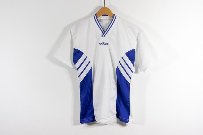 ADIDAS . 80er Jahre . 90er Jahre . Fußball Trikot Soccer Jersey Sport Shirt T Shirt T Shirt einzigartigen Rare . xS S . seltene Vintage europäischen