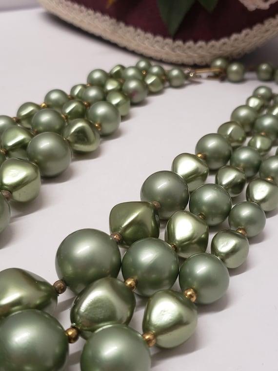 Gorgeous Vintage Green 3 Strand Faux Pearl Neckla… - image 3