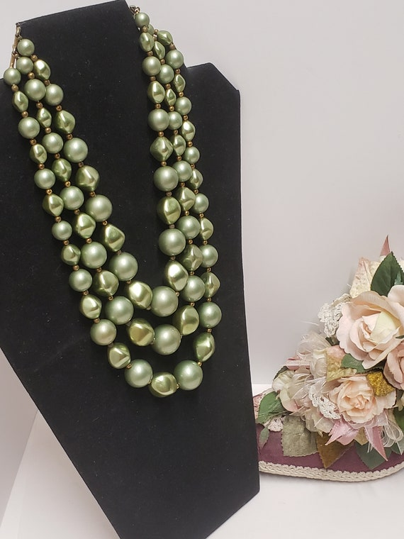Gorgeous Vintage Green 3 Strand Faux Pearl Neckla… - image 6