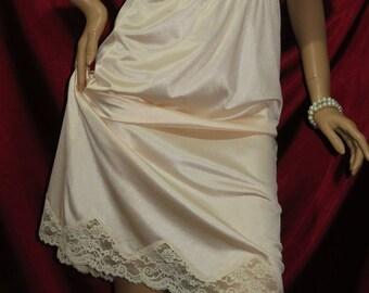 Lady Manhattan Ivory Lace Slip Size 40 USA