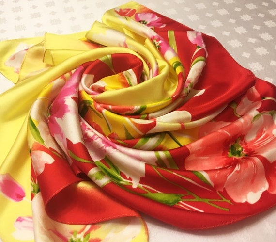 "VINTAGE Silk 5/"" CHINESE RED  /& YELLOW Leaves  CZECH FLOWER Hand Rolled"