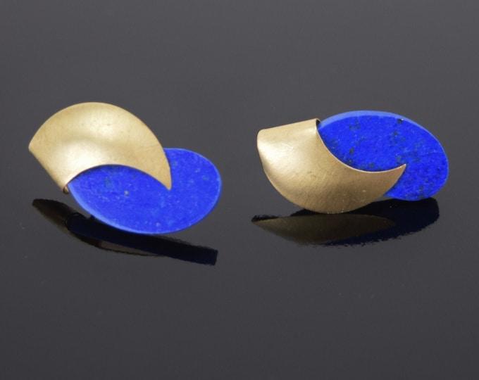 Pair Vintage Modern Biomorphic Swoosh Form Earrings 14k Solid Yellow Gold Lapis Lazuli