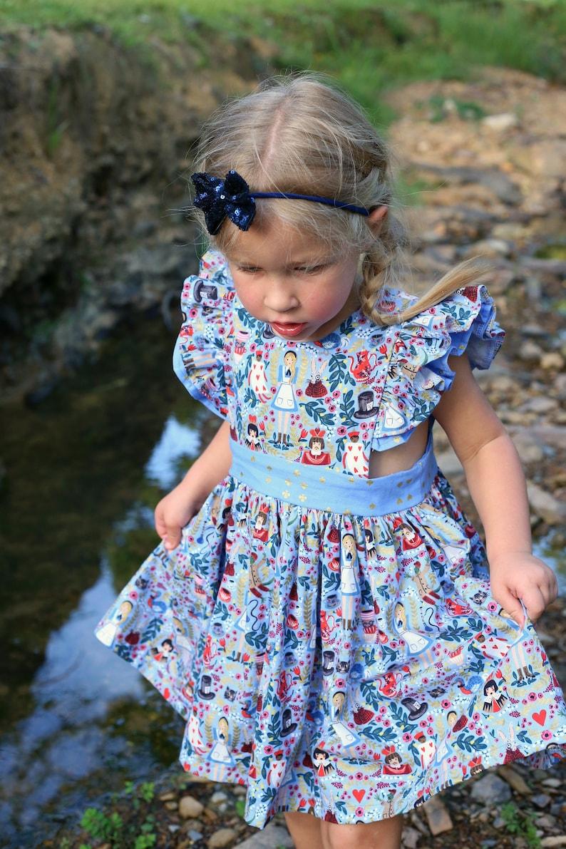 2b5a00e1bba Alice au pays des merveilles chasuble robe robe chasuble de