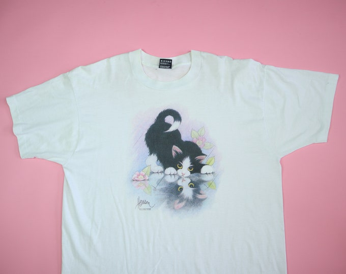 Cute kitten reflection and flowers 1990s vintage Tshirt
