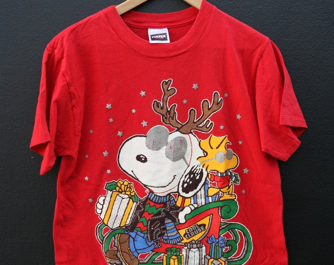 Snoopy Cool Claus Peanuts 1990s vintage Tshirt
