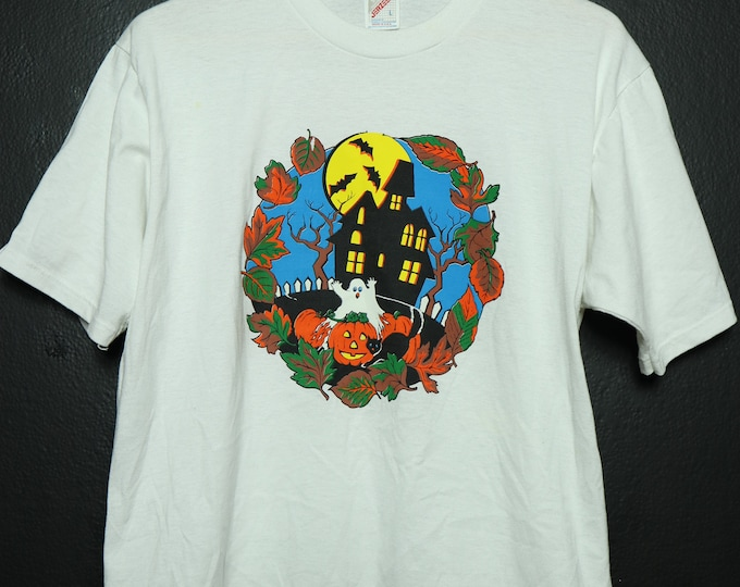 Haunted House vintage HALLOWEEN tshirt