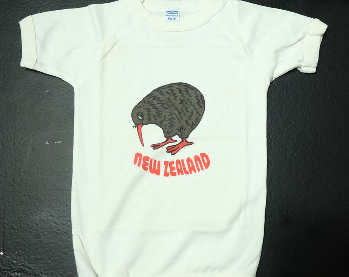 NEW ZEALAND baby Kiwi Bird vintage vacation Tshirt