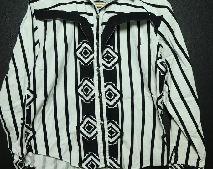 Western style black & white vintage shirt with metal buttons