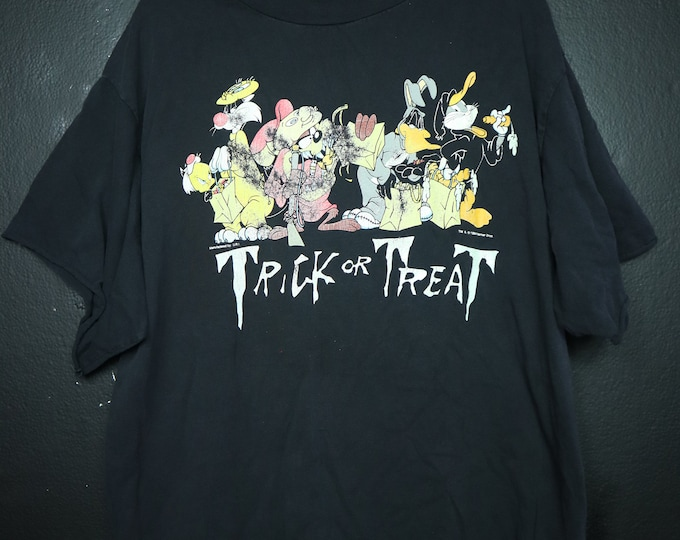 Halloween Looney Toons Trick or Treat 1990s vintage Tshirt