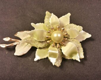 Stylish Floral Vintage Brooch