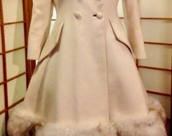 Lilli Ann White Coat Dead Stock Vintage Cream  Fit Flare Princess Coat With Fox Fur Trim--Winter Bride Rare Size Medium Large Kate Middleton