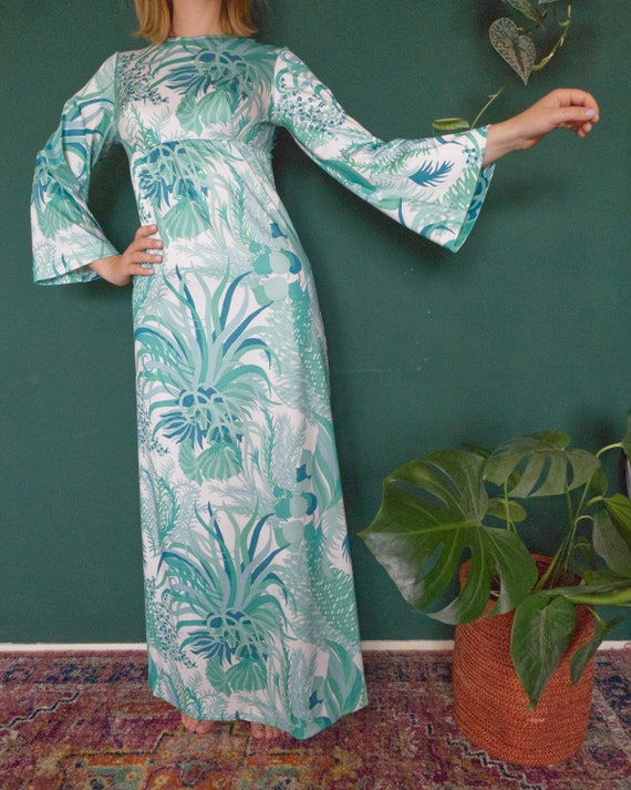 Vintage 70's Maxidress With Bell Sleeves and Airpl