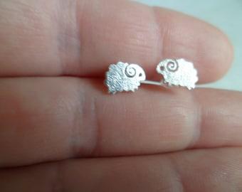 "925 Silver Tiny stud earrings ""Rams""."
