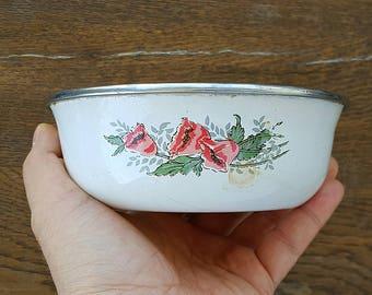 Vintage small enamel bowl with retro flower print White enamel bowl dish Enamelware planter saucer Retro kitchen Cottage Country kitchen