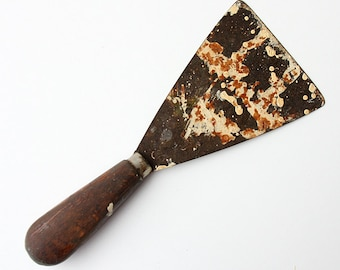 Vintage metal spatula with wooden handle Painters spatula tool Rustic wall ceiling paint scraper Country Cottage chic Shabby chic home decor