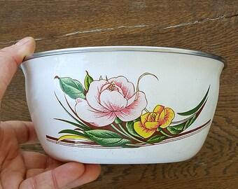 Vintage large enamel bowl with retro flower print White enamel dish Enamelware fruit bowl Old retro kitchen Cottage decor Country kitchen