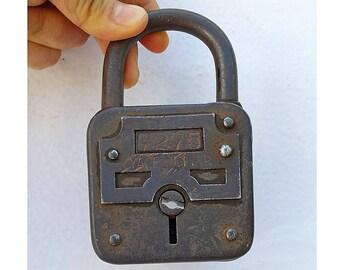 Vintage large padlock Rare collectible Yale Junior 7275 Antique metal lock Rustic Industrial decor Door lock Salvaged rusty door hardware