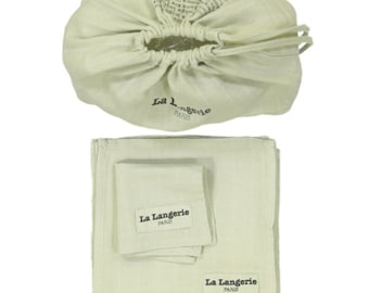 Pack of 10 reusable wipes made of organic cotton in a matched pouch